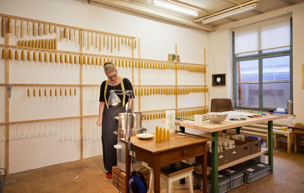 Sommerkerzen, handgezogene Bienewachskerzen aus Basel